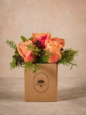Autumn Box Frida's, small recicled cardboard box 100% green. Fresh flowers home delivery
