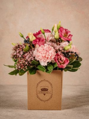 Romantic Box, fresh flowers in a small recicled cardboard box, home delivery