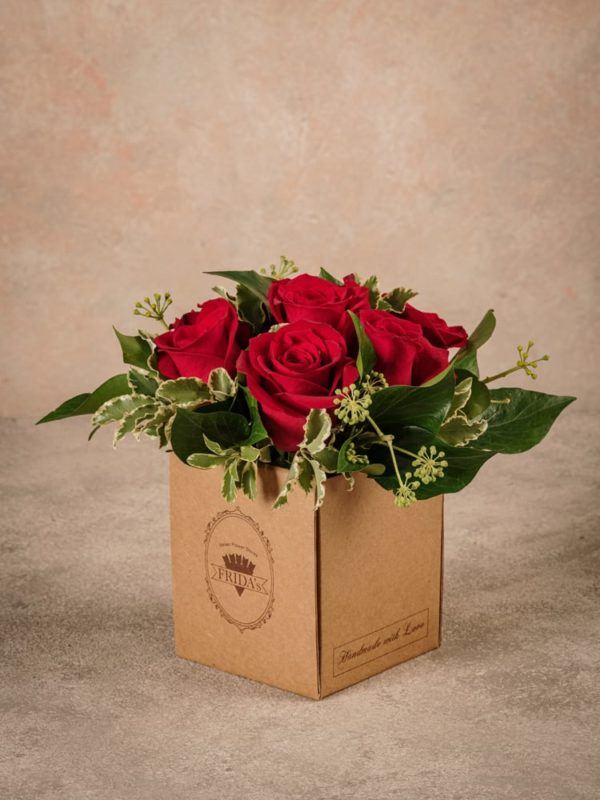 Red Rose Box Frida's is a small box with a patented wet sponge . Home delivery across Italy