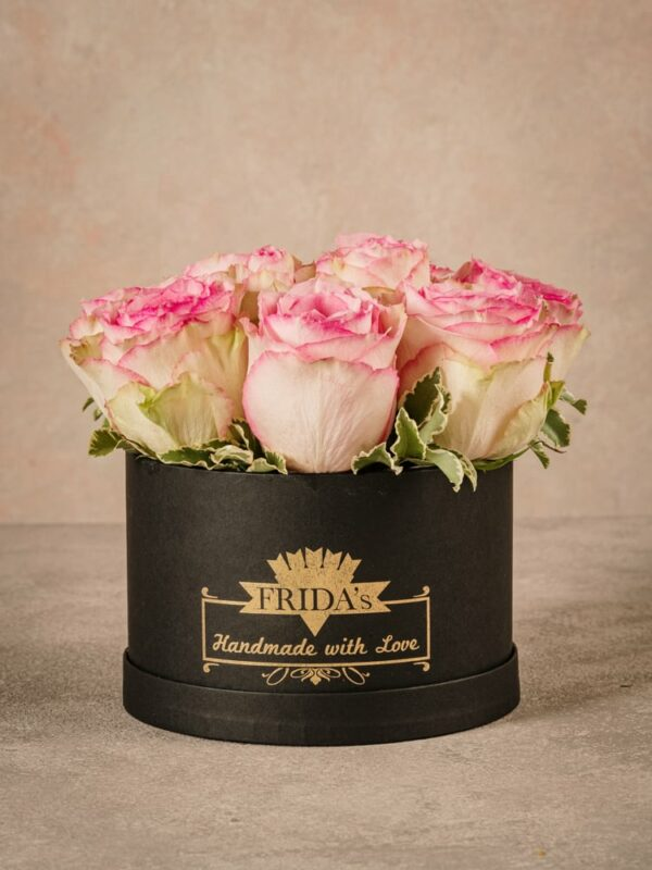 Medium Pink Rose Hatbox, high quality fresh Frida's flowers home delivery