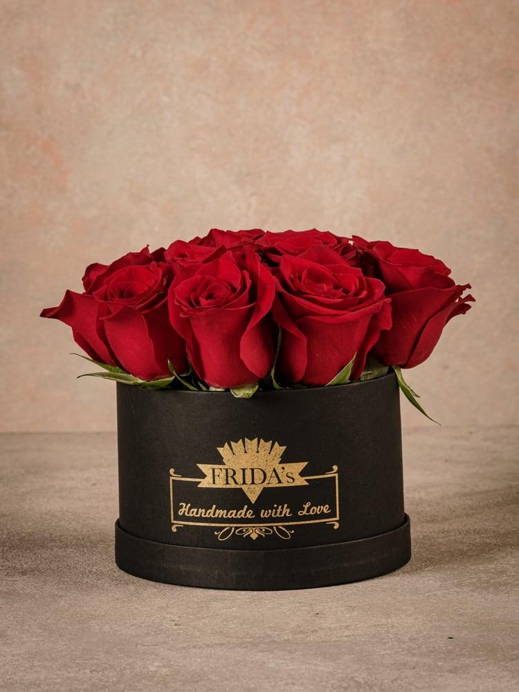 Cappelliera media Rose Rosse, rose fresche di alta qualità Frida's consegna a domicilio