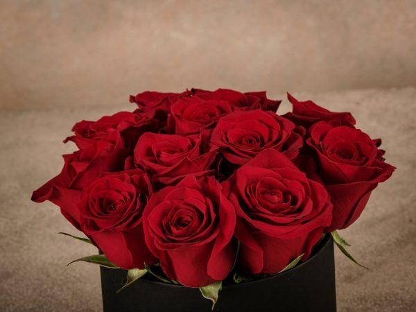 Cappelliera media Rose Rosse, rose fresche di alta qualità Frida's consegna a domicilio in tutta Italia