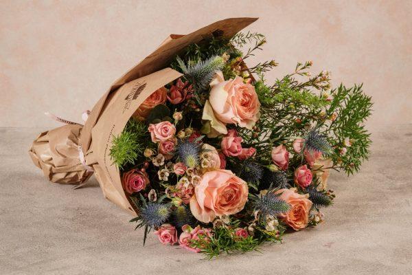 Bouquet Luxury Rosa, boquet di fiori di alta qualità. Rose e verdi di stagione
