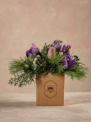 Light Purple Box, is a small box (10x10 cm) with a patented wet sponge. Fresh flowers Frida's