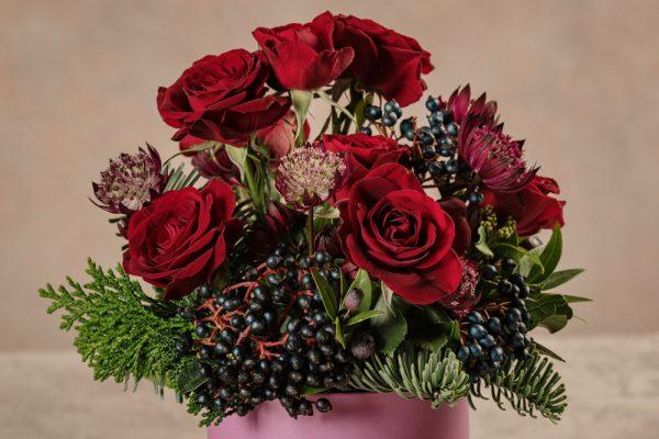 Cappelliera mini Lilla, rose ramificate bordeaux e astranzia viola