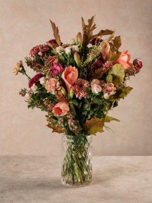 Bouquet Delitto e Castigo, rose chiare, rose rosa e garofani. Fiori freschi Frida's