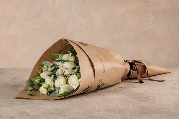 Bouquet Moby Dick Bouquet di tulipani bianchi e dai toni invernali. Consegna a domicilio in tutta Italia
