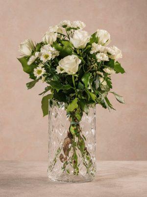 Bouquet Il Profumo, rose bianche e margherite bianche. Fiori freschi Frida's consegna gratuita in tutta Italia