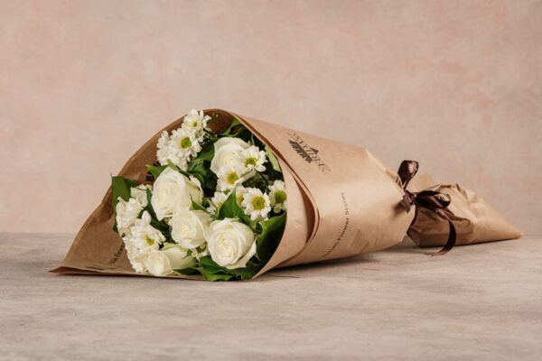 Fragrance Bouquet, white roses and daisies. Fresh flowers Frida's