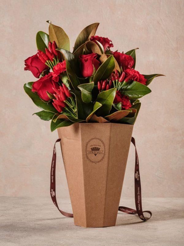 Flower Basket Red Love, la composizione floreale Frida's che celebra l'amore.
