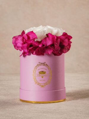 Cappelliera Mini Lilla, Rose e ortensie stabilizzate. Fiori Frida's con consegna a domicilio