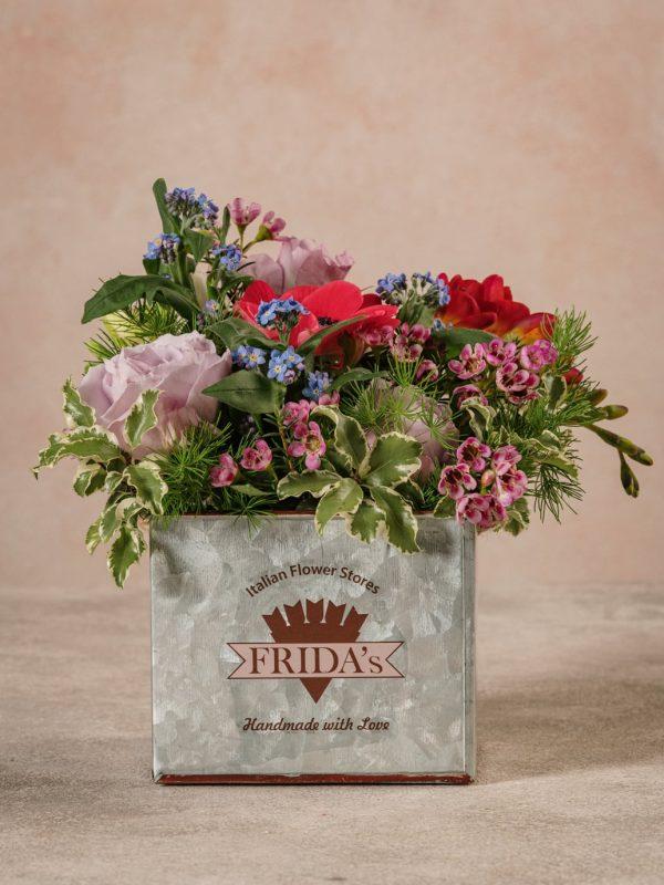 Cubo Di Latta, fiori e verdi di stagione di alta qualità