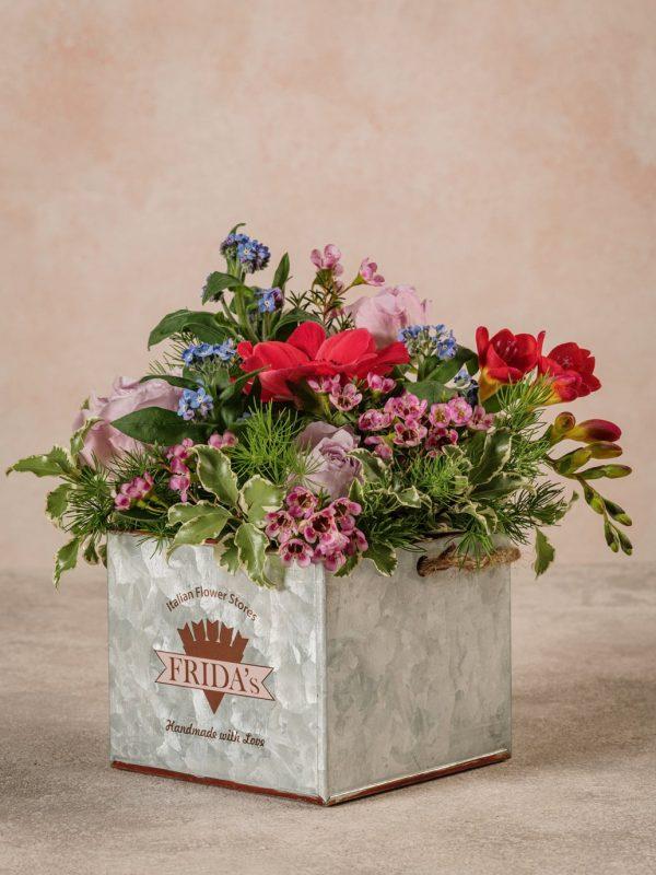 Cubo Di Latta, nuova creazione floreale in pieno stile Frida's