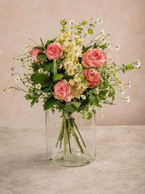 Bouquet Creamy, rose rosa, violaciocca chiara e camomilla