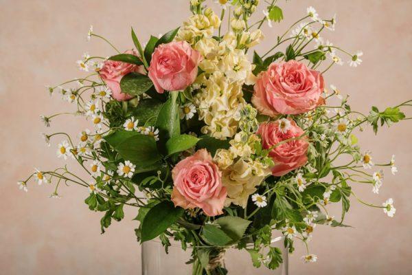 Bouquet Creamy, fiori freschi e rose rosa