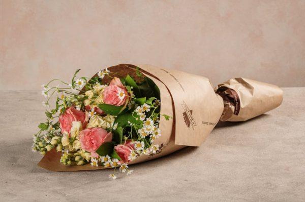 Bouquet Creamy, rose e camomilla. Un abbinamento classico e intramontabile