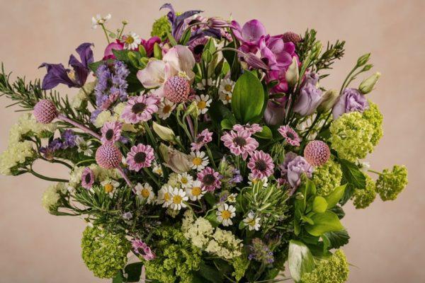 Bouquet Serenade, composizione floreale dai colori primaverili