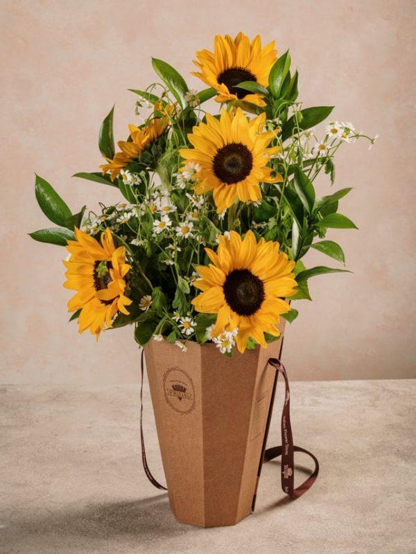 Flower Basket Girasoli, bouquet in cono di girasoli e camomilla