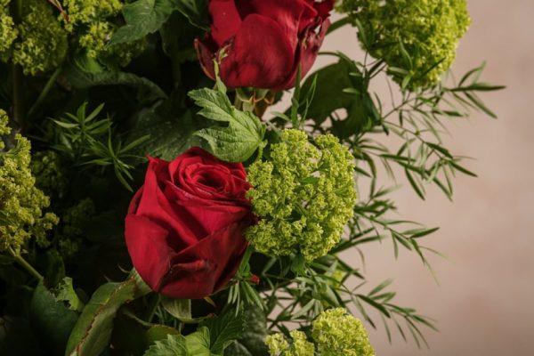 Flower Basket Roses&Lime, bouquet di rose rosse
