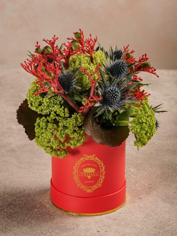 Mini Cappelliera Rossa, fiori freschi e verdi di stagione