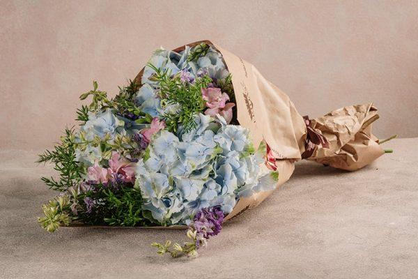 Bouquet cielo, fiori delicati dalle tinte azzurro e lilla
