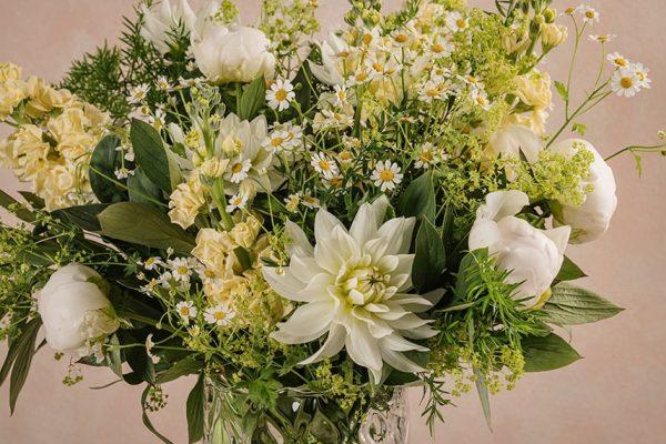 Bouquet Luxury Luce, Germini bianchi, lisianthus, crisantemini bianchi e gerbere