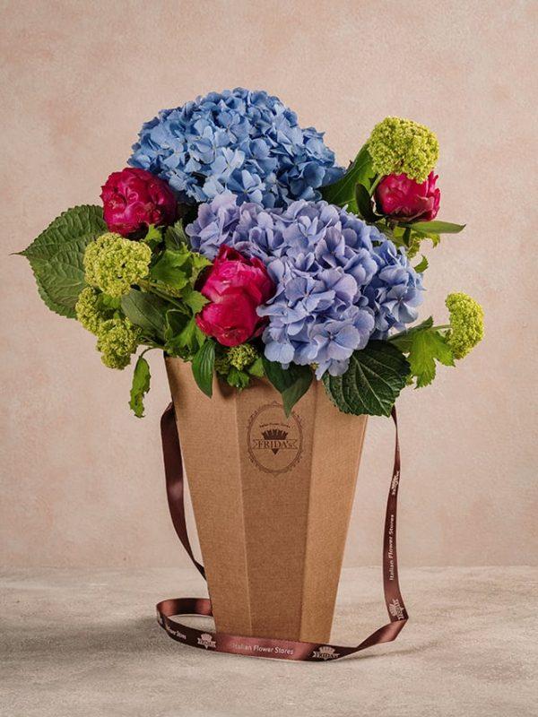 Flower Basket Peonie Ortensie ampiezza dei volumi che sposano alla perfezione i contrasti di colore - Festa della mamma Frida's