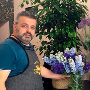 Alessandro, Floral Designer Frida's Store Lodi